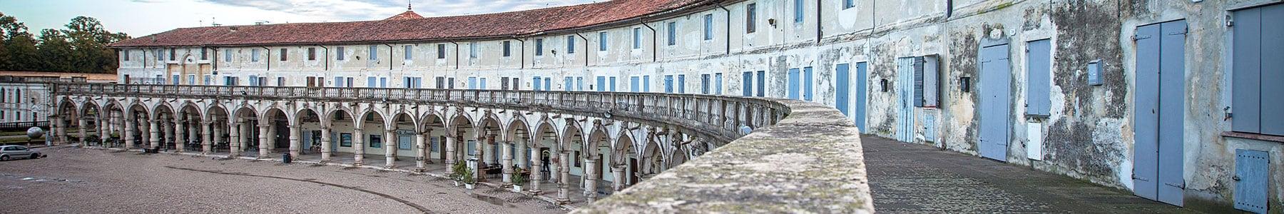 Logge Palladiane e Piazza Paolo Camerini