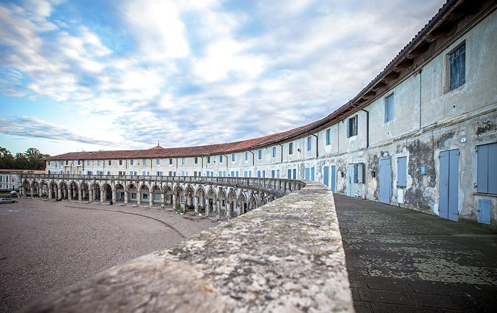 Logge-palladiane-e-piazza-Paolo-Camerini-foto-di-Daniel-Rossi